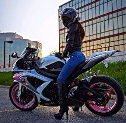 4ec92595136c04f7bf211340754ec76c--girl-motorcycle-cafe-racer-motorcycle.jpg